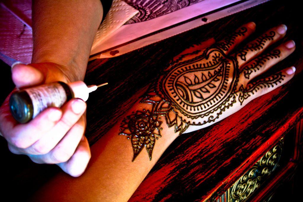 Jak Usunąć Tatuaż Z Henny Sprawdzone Sposoby świat