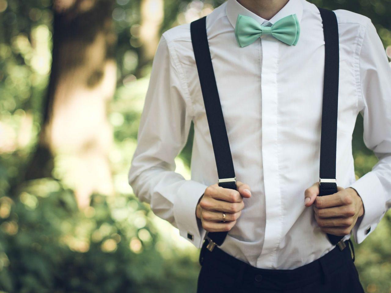 96a81842e2474 Popularne obiekty Jak nosić męską koszulę – kiedy w spodniach