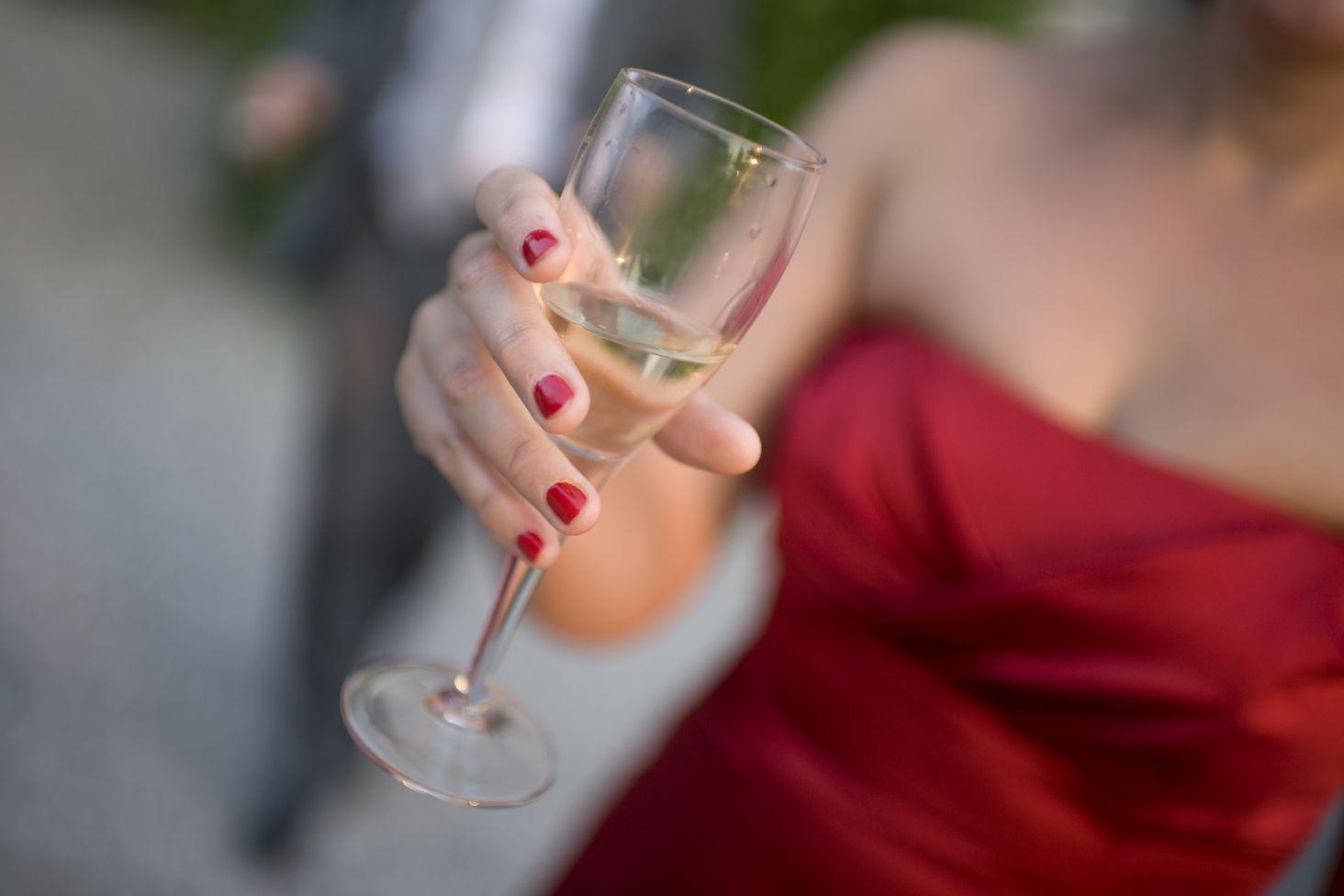34d749b36c W co nie wypada się ubrać na wesele - Kraina Stylu