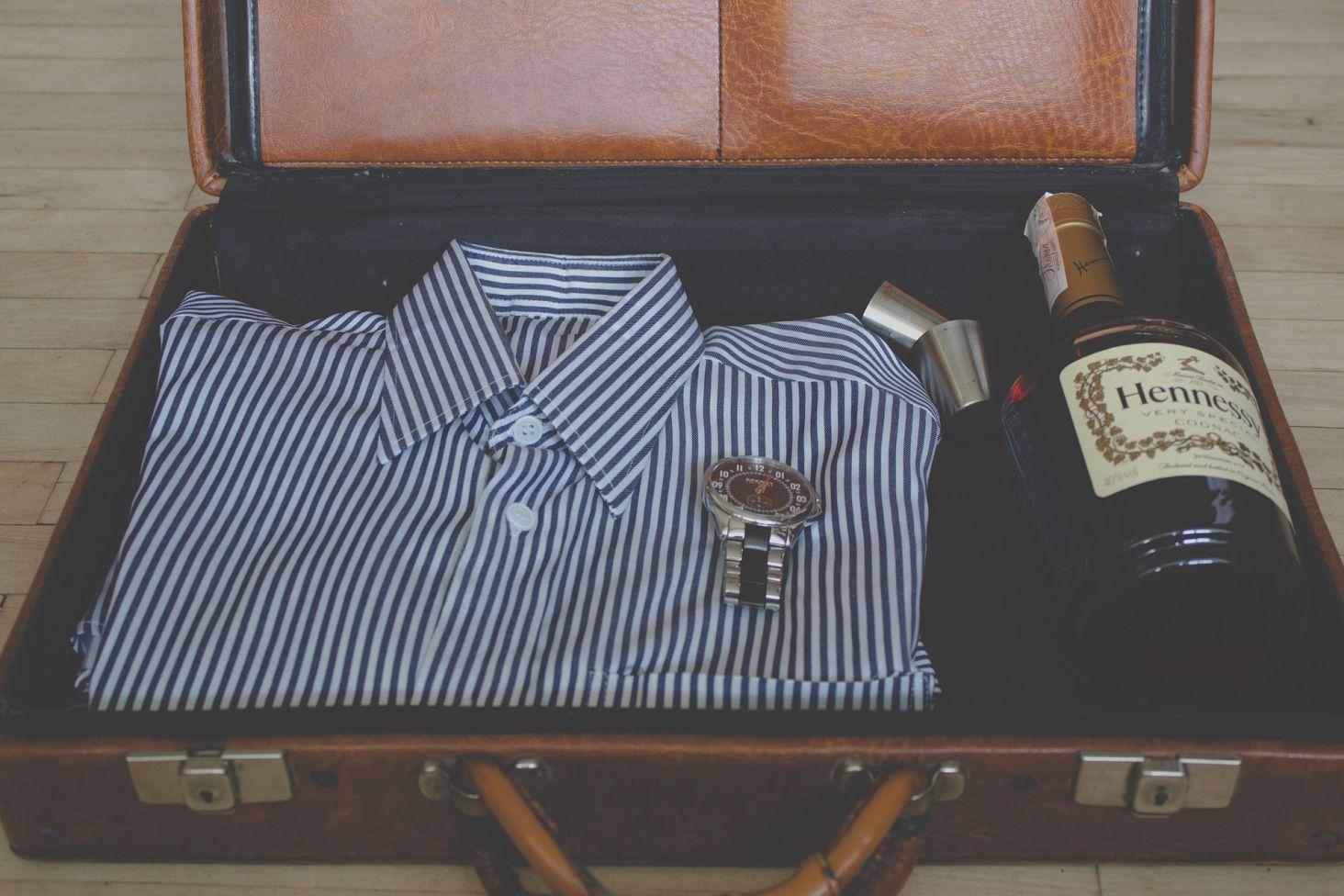f8346b57be21e Umiejętność pakowania bagażu podręcznego bywa niezwykle przydatna. Tym  bardziej, gdy wyjeżdżamy tylko na kilka dni i mała, podręczna walizka  pozwoli na ...