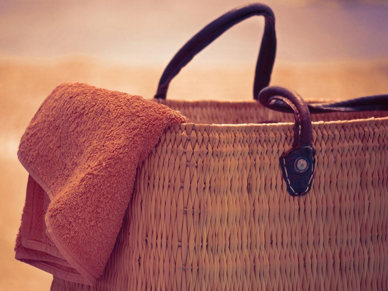 060b26cb26afc Torby i torebki plażowe. Modne modele na wakacje 2019 - Kraina Stylu