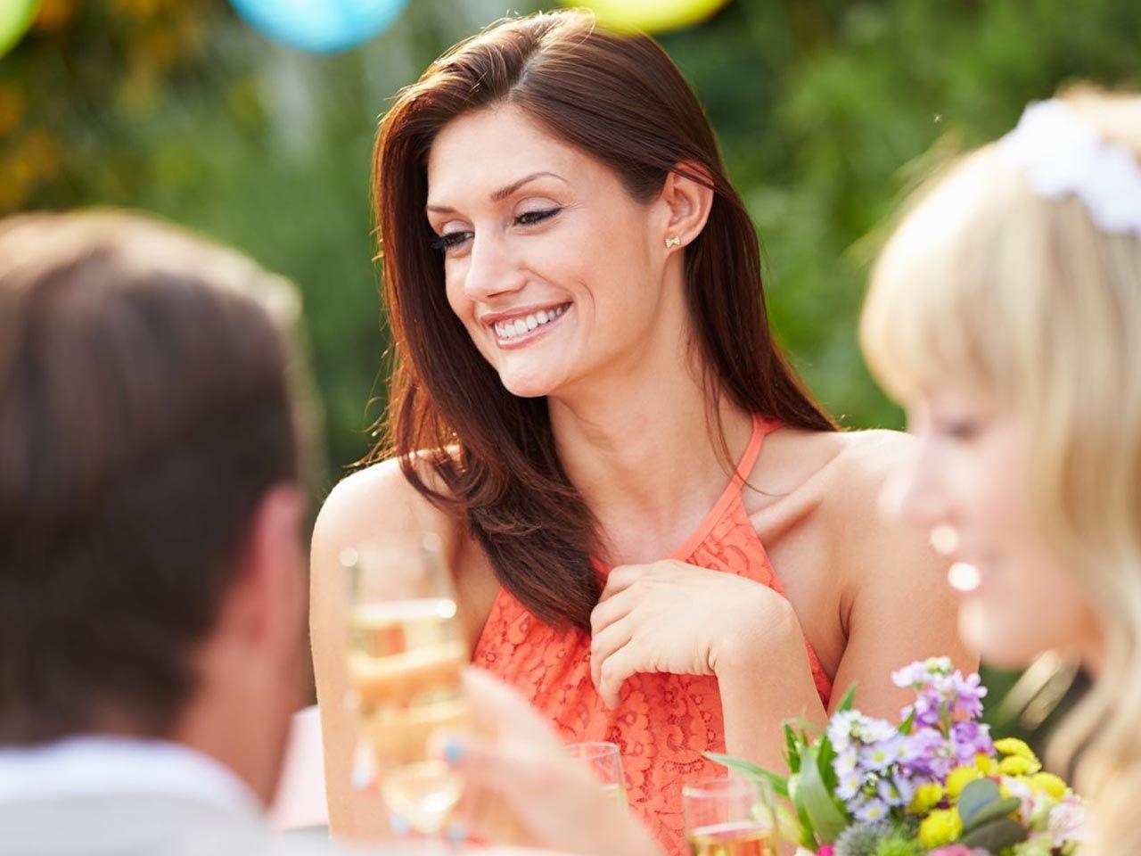 208e4243aa Sukienka na wesele latem – wszystko co musisz o niej wiedzieć i jak wybrać  idealną
