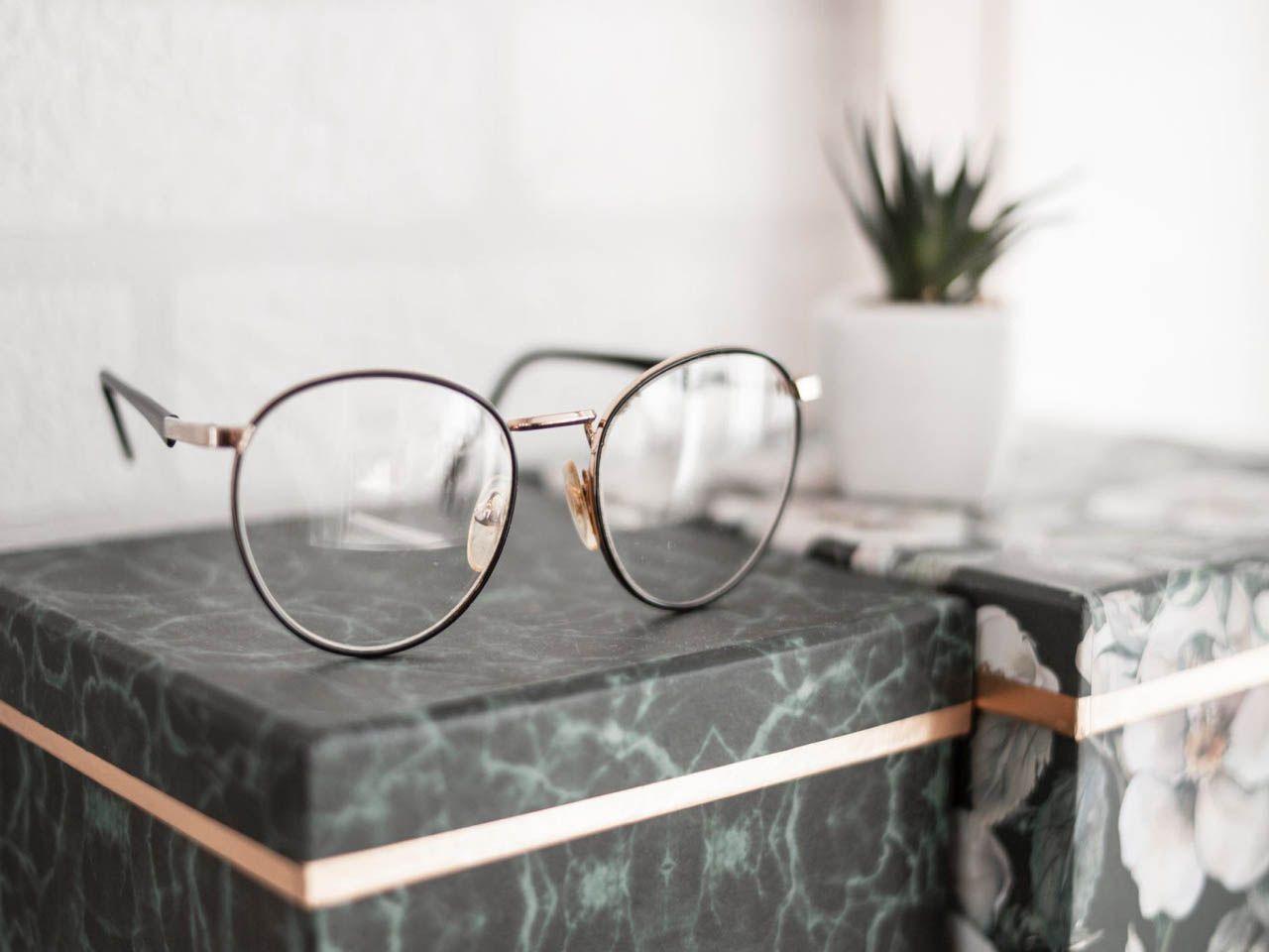 Jakie okulary korekcyjne wybrać? Sprawdź na co zwrócić uwagę