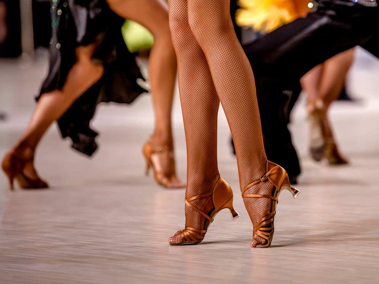 Jakie buty do tańca towarzyskiego kupić? Dbam o siebie