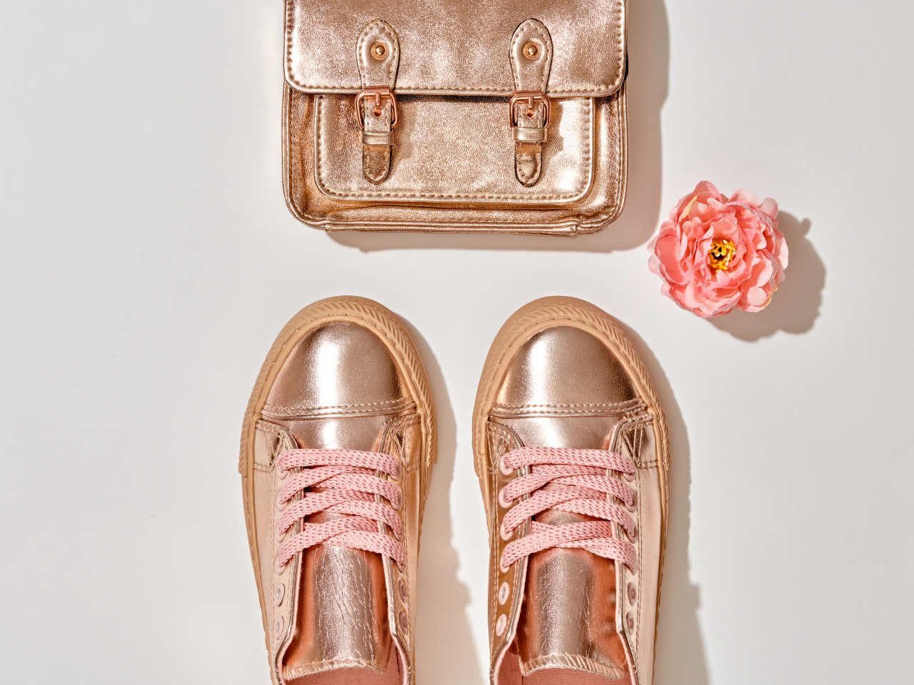 Złote buty damskie – nie tylko na specjalne okazje Kraina