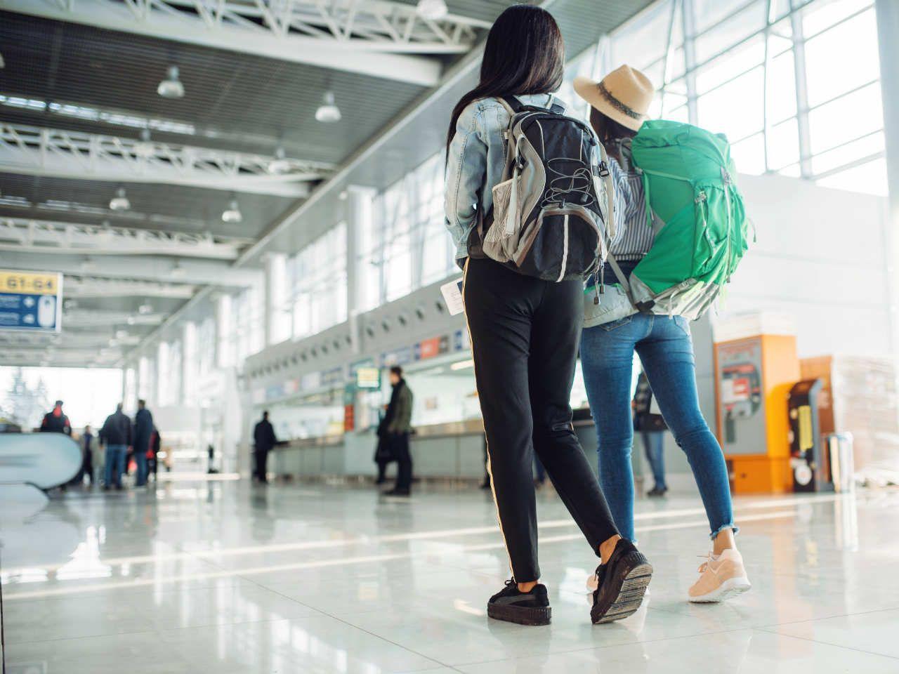 80780f8f19056 Jak się spakować, aby spokojnie przejść kontrolę na lotnisku? Sprawdź, jaki  plecak do samolotu będzie najlepszy.
