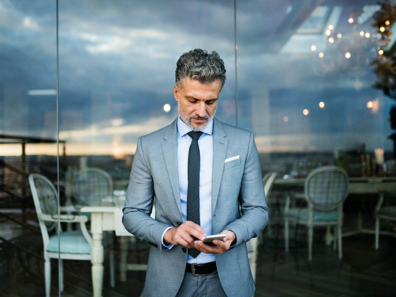Szary garnitur: jaka koszula, buty i krawat do szarego  3eECY