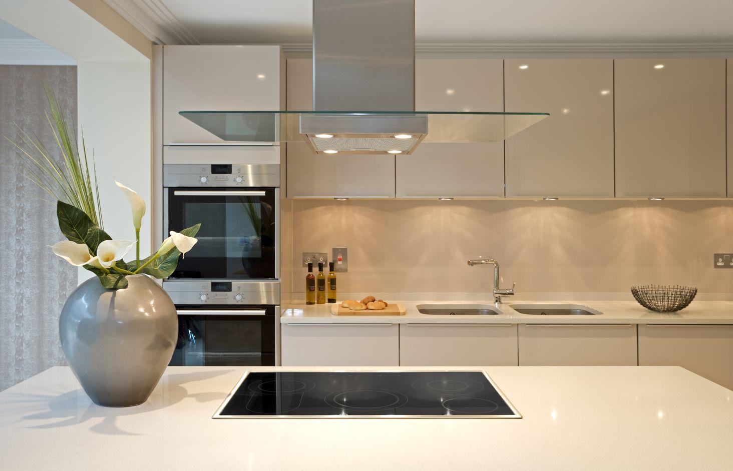 Szkło Polimerowe I Laminat Akrylowy W Kuchni Dlaczego