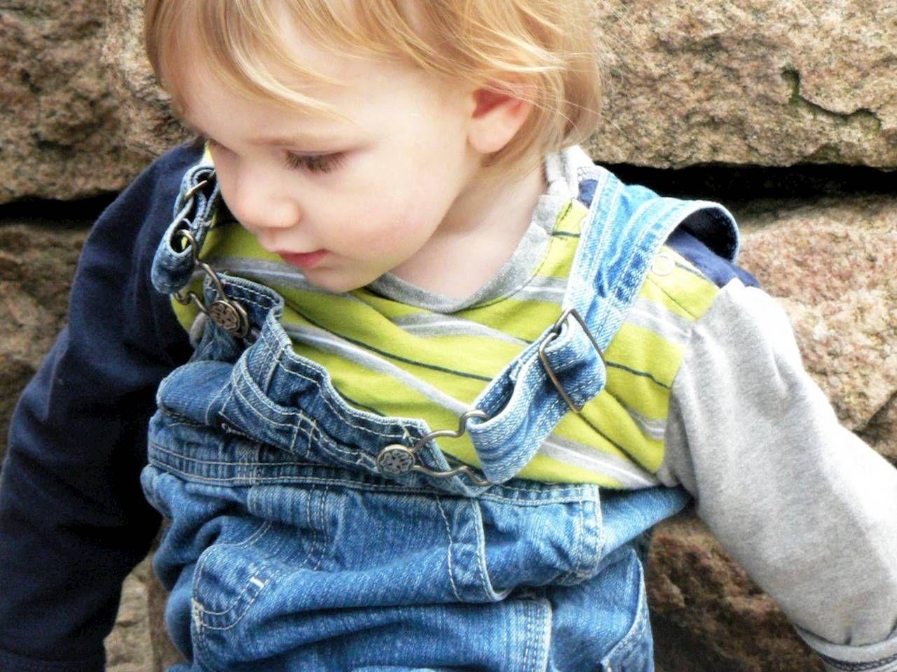 Jeansowe ubranka dla dzieci: za co kochają je mamy? Świat