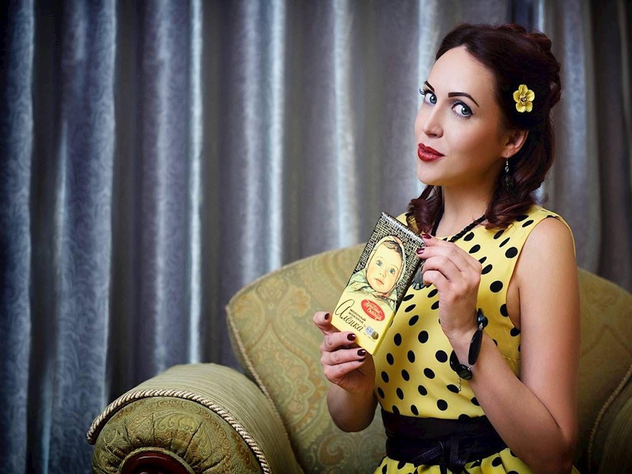 fd946987bf Chcesz nosić sukienki retro  Ubrania w stylu Vintage  Sprawdź inspiracje  modowe - jak je nosić! - Kraina Stylu