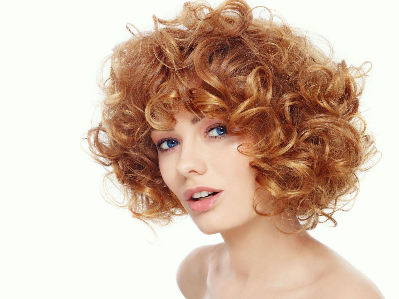 Jak Uczesać Kręcone Włosy Top 5 Sprawdzonych Fryzur