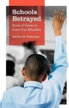 Literatura obcojęzyczna Schools Betrayed: Roots of Failure in Inner-City Education - zdjęcie 1