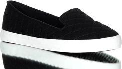 Białe tenisówki. Stylowo pikowane, wygodne materiałowe buty