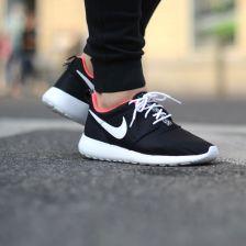 buy popular b2843 60ff1 Buty Nike Rosherun (GS) quotBlack Hyper Punchquot (599729-