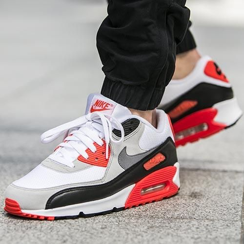 Review: Nike Air Max 90 OG Infrared