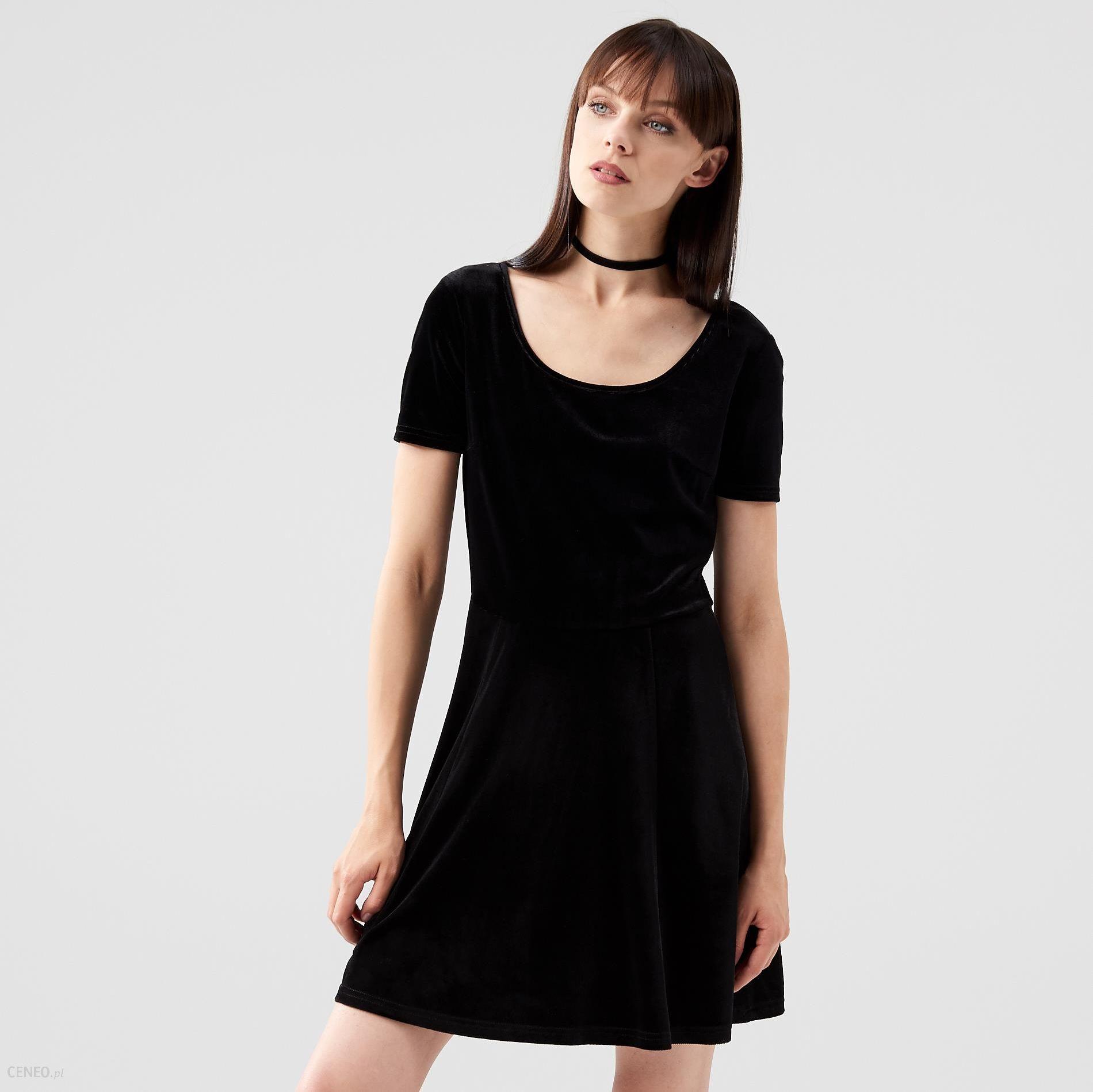 4a7ff2555ebe80 Cropp - Welurowa sukienka z dekoltem - Czarny - damska - Ceny i ...