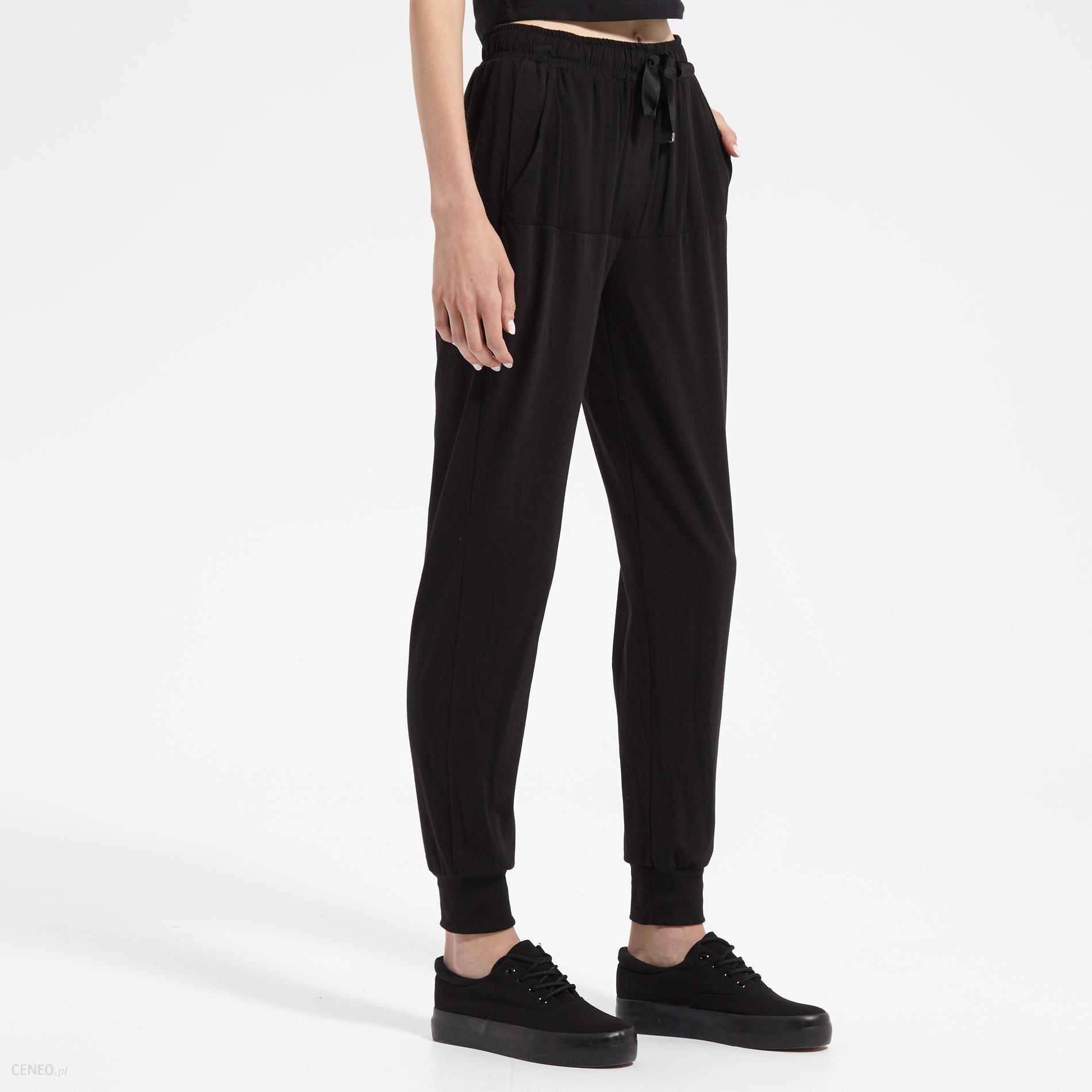 ed0bc0eb Sinsay - Luźne spodnie z kieszeniami - Czarny - damska