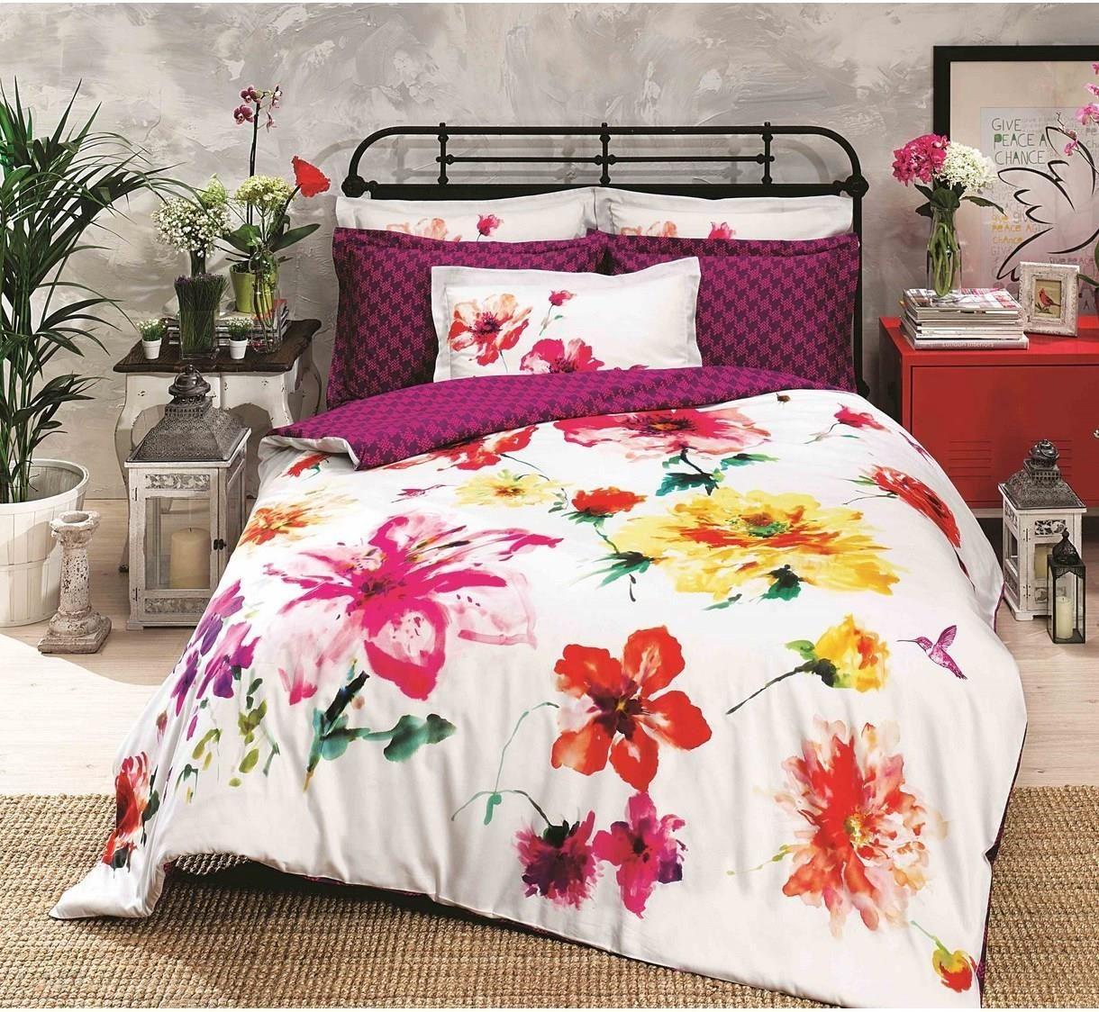 po ciel bawe niana batik z motywem kolorowych kwiat w po ciel batik sprawi e poczujesz si. Black Bedroom Furniture Sets. Home Design Ideas