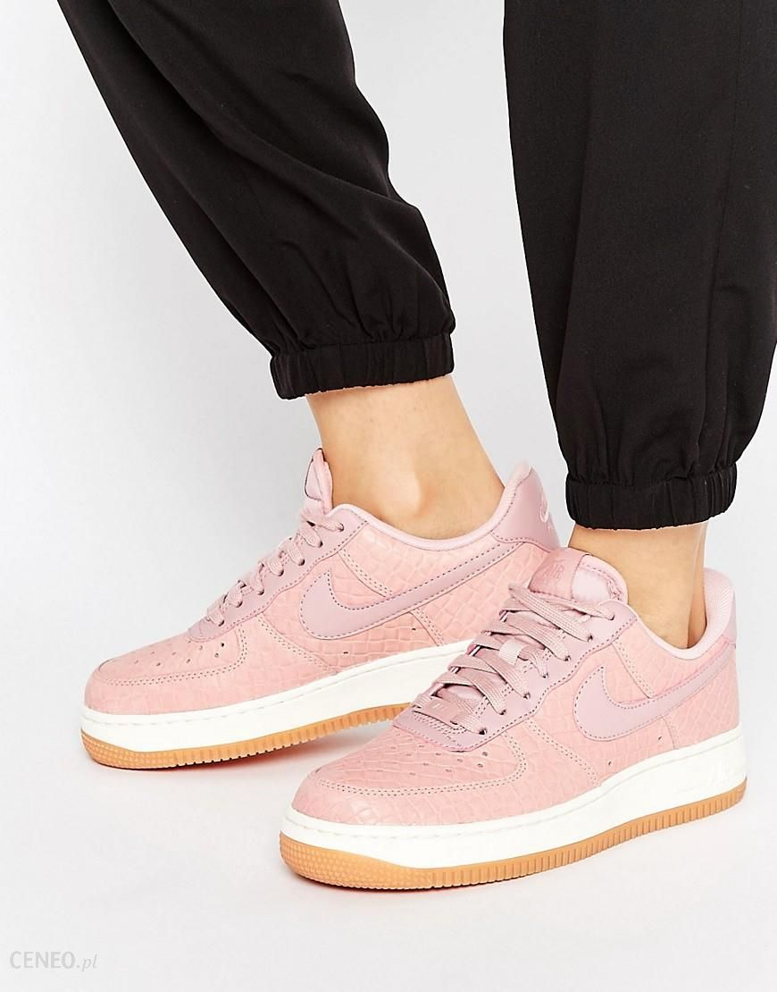 Nike Air Force 1 07 SE premium trainers in pink Pink