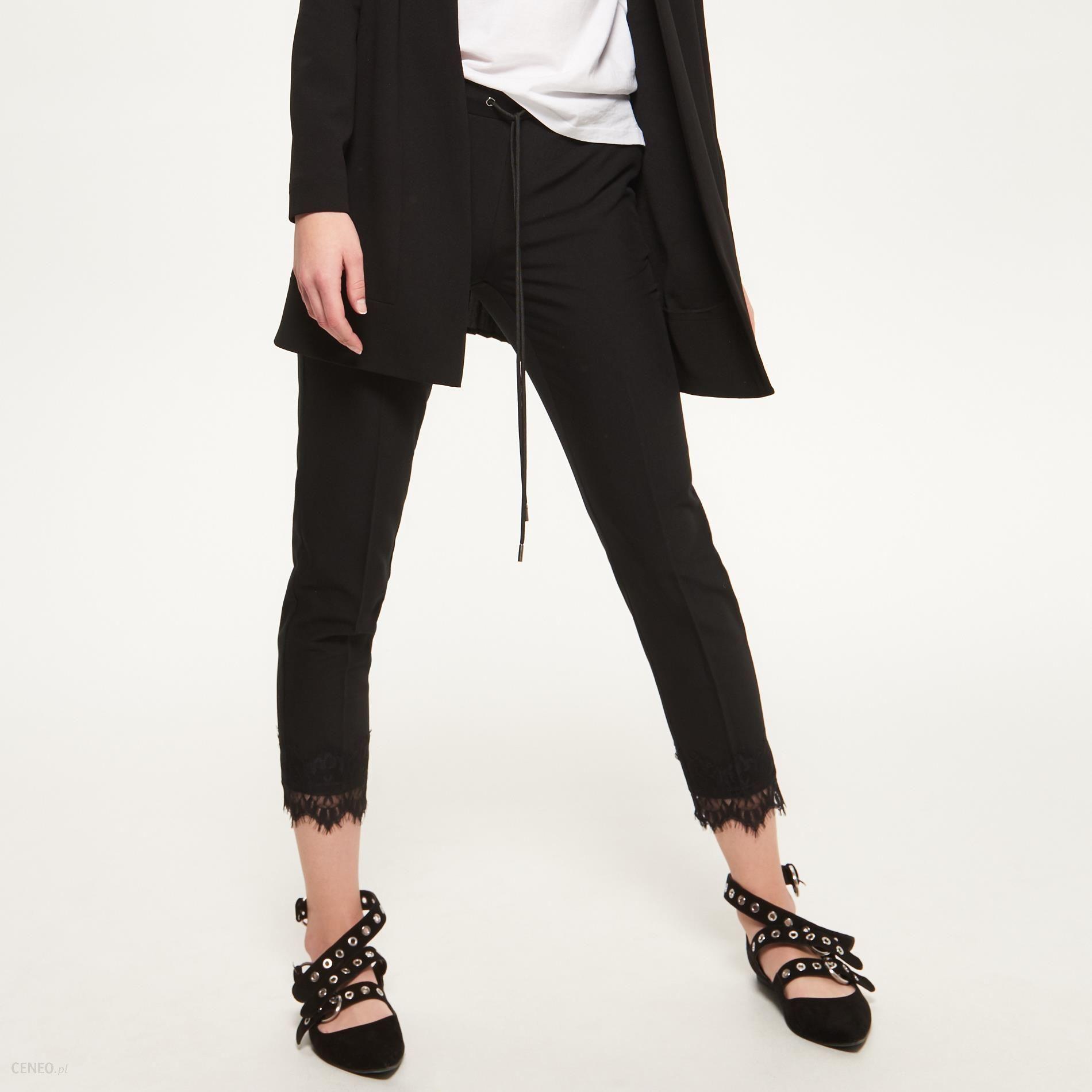 Reserved Spodnie z nogawkami wykończonymi koronką Czarny damski
