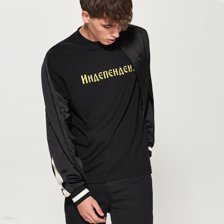 czarna bluza z napisem po rosyjsku