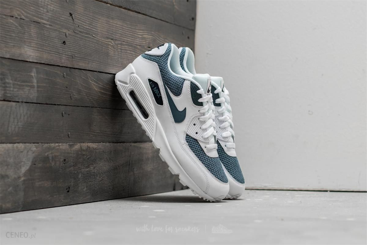 Men's Shoe by Nike Air Max 90 Essential With White Armory