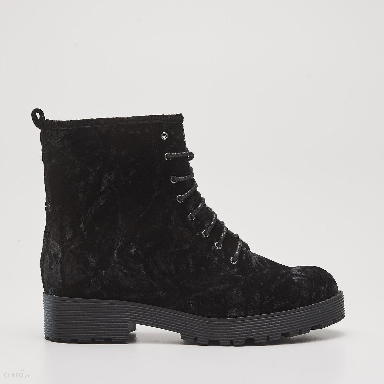 bfadbd5534c8b Cropp - Welurowe buty za kostkę z dodatkowym zamkiem - Czarny - zdjęcie 1