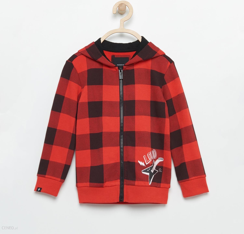 czerwona bluza w krate