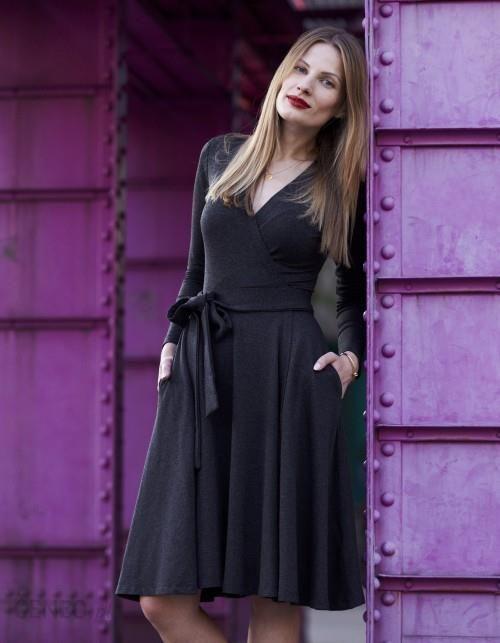 66a333ea48 Sukienka midi Klasyka Gatunku z długim rękawem grafit - Ceny i ...