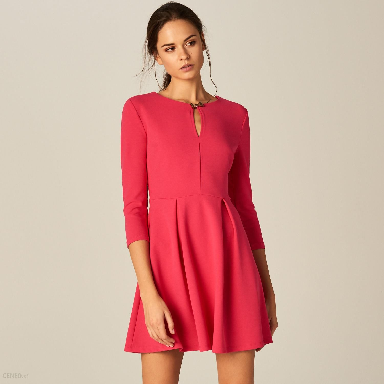 3fa9bdc8a7 Mohito - Rozkloszowana sukienka z wycięciem przy dekolcie - Różowy -  zdjęcie 1