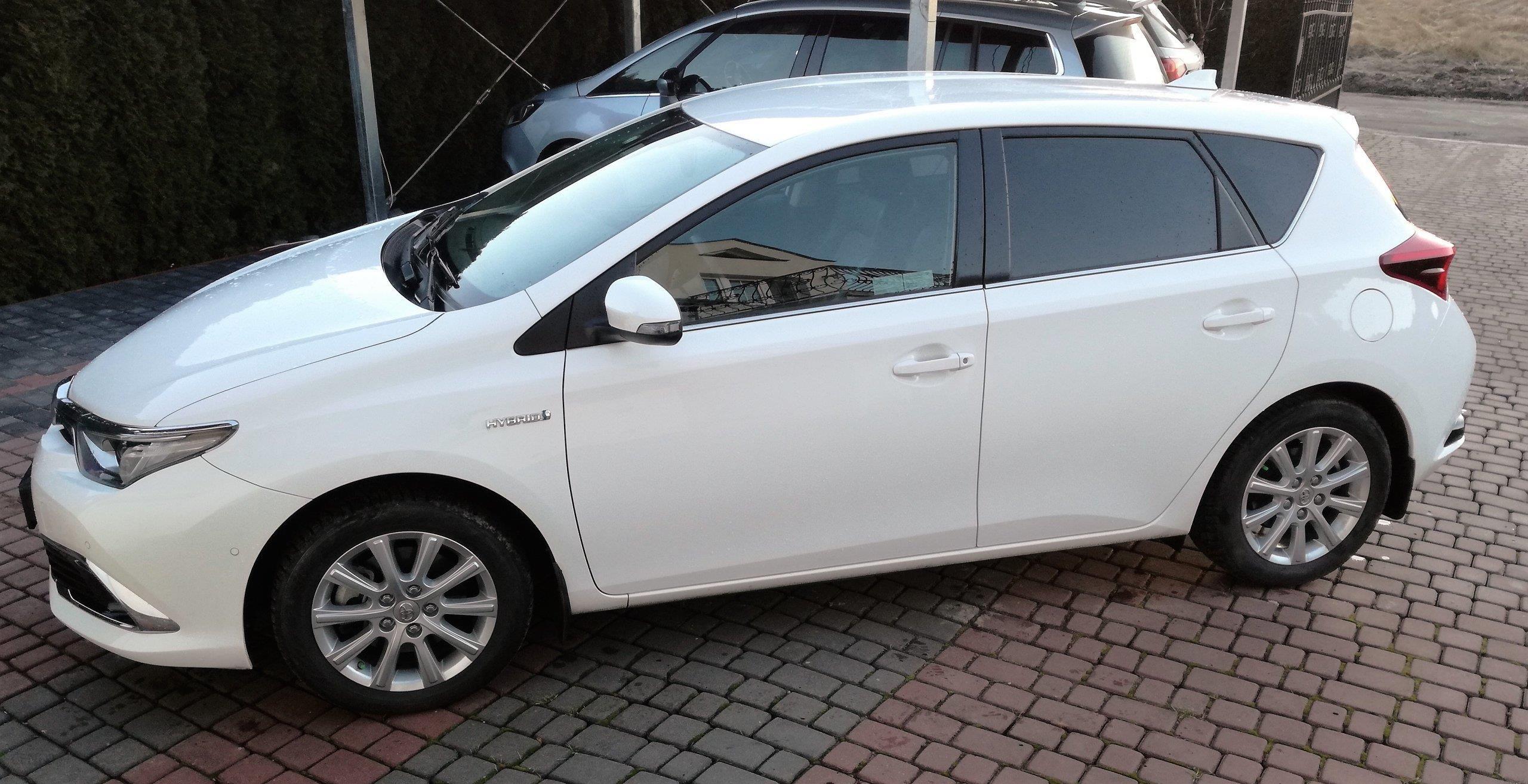 Toyota Auris Ii 2015 Hybryda 136km Hatchback Biały Opinie I Ceny