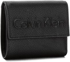 62609784d Mały Portfel Damski CALVIN KLEIN BLACK LABEL - Edge Medium Trifold  K60K603909 001