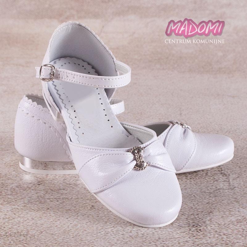 1064f4864c Białe obuwie komunijne dla dziewczynek na srebrnym obcasie OM673 - zdjęcie 1
