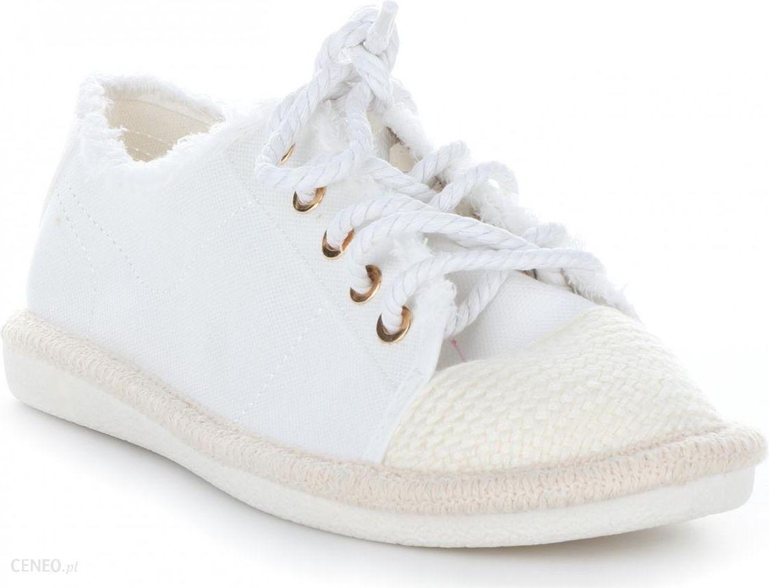 sneakersy białe z lwem  Ideal Shoes.pl idealne obuwie damskie