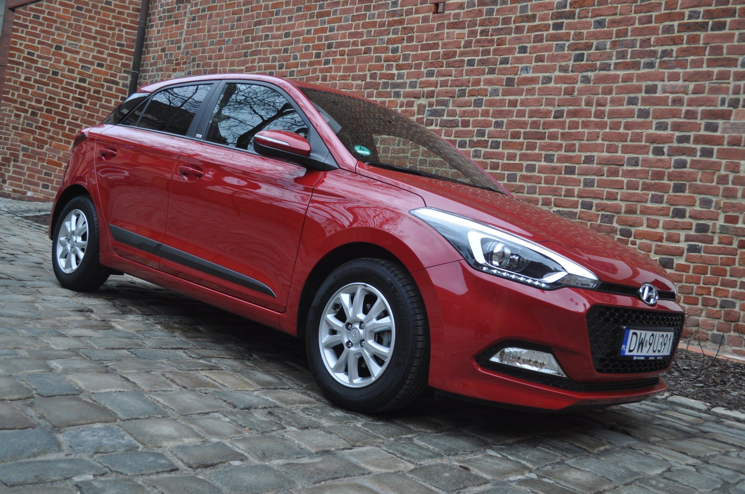 Ogromny Hyundai i20 II 2016 benzyna 86KM czerwony - Opinie i ceny na Ceneo.pl EO24
