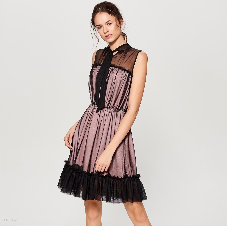582f98818a Mohito - Tiulowa sukienka z falbaną - Czarny - Ceny i opinie - Ceneo.pl