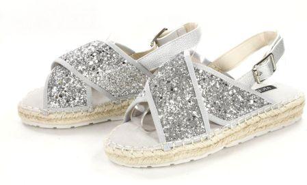 296526ebd7810 Mohito - Wiązane sandały z pomponami - Różowy - damski - Ceny i ...