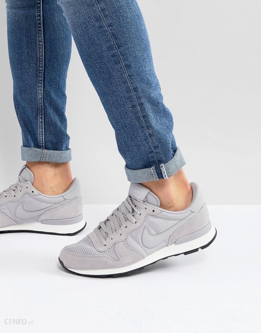 Nike Internationalist SE Trainers In Grey AJ2024 001 Black