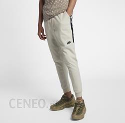 Nike Spodnie męskie typu jogger Nike Sportswear Kremowy Ceny i opinie Ceneo.pl