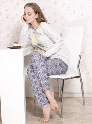 78f0043fae055a Podobne produkty do Calvin Klein szare dresy męskie z mikrofibry Jogger -  M. Roksana Molly 546 Szaro-Niebieska piżama damska ...