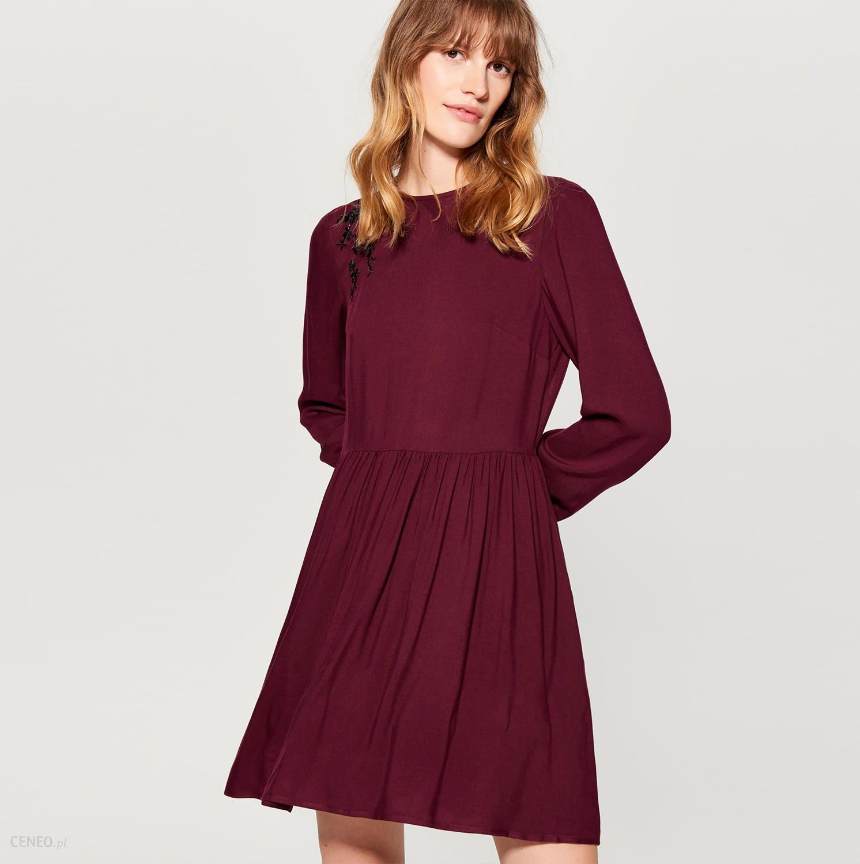 eda8e625654fb6 Mohito - Sukienka z kwiatowym haftem - Bordowy - Ceny i opinie ...