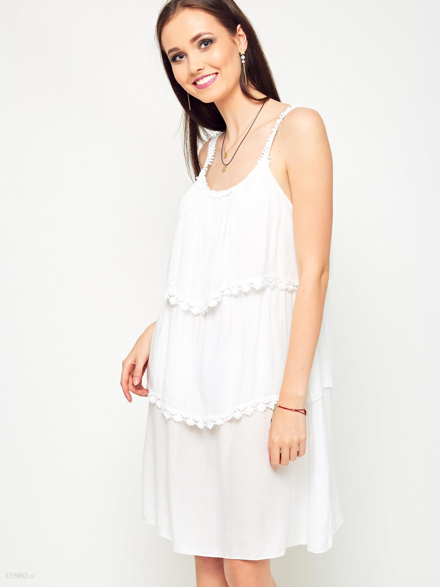 be652c00e0e41d Sukienka z falbanami zdobiona koronką biała - Ceny i opinie - Ceneo.pl