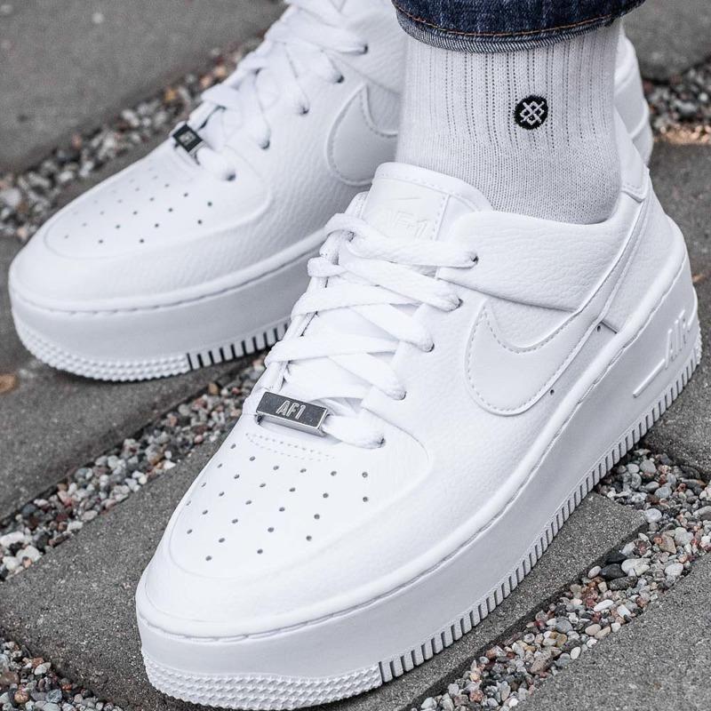 nike air force 1 low sage biały