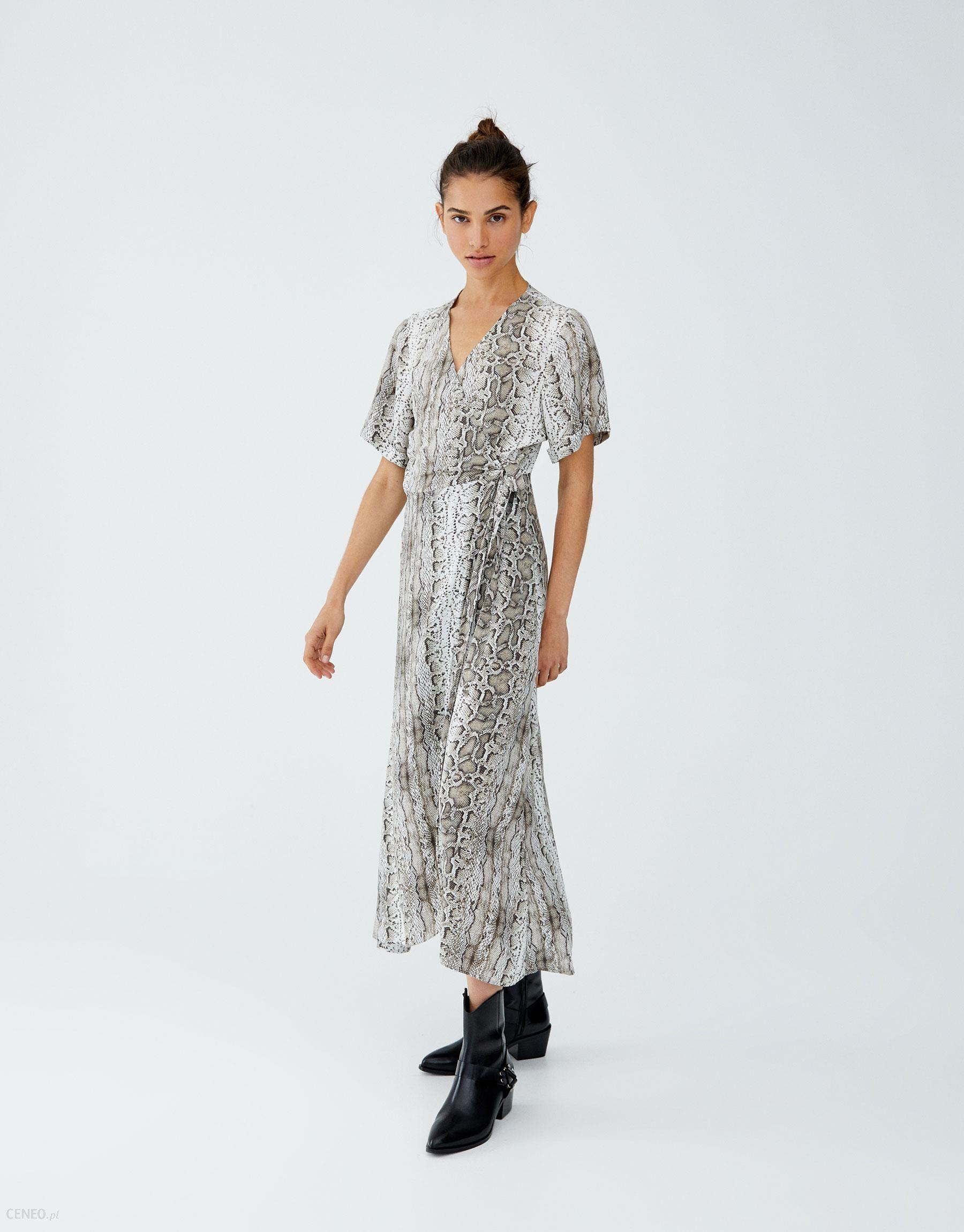 7d50ed7f1dd4e1 Kopertowa sukienka w wężowy wzór Pull&Bear - Ceny i opinie - Ceneo.pl