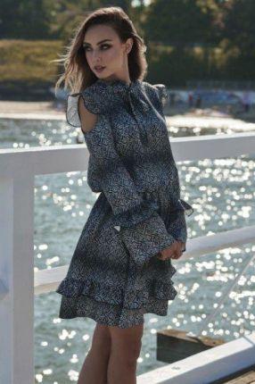 ee4dc39574 lemoniade Modna sukienka z wyciętymi ramionami L276 listki