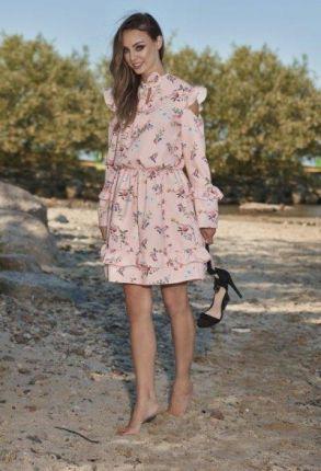 38567994a2 lemoniade Modna sukienka z wyciętymi ramionami L276 pudrowy róż w kwiatki