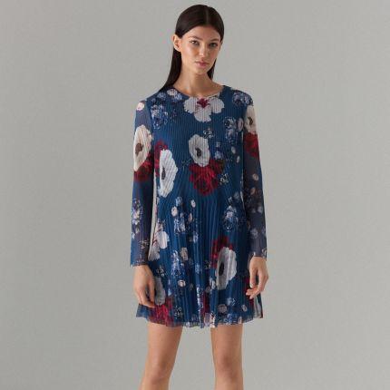 62b22417e0 Mohito - Plisowana mini sukienka w kwiaty - Niebieski Mohito
