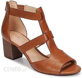 Sandały CLARKS Deloria Fae 261415714 Sand Suede