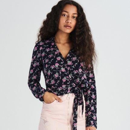 dffc99b8e177 Sinsay - Kopertowa bluzka w kwiaty - Granatowy ...
