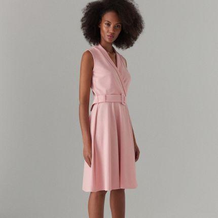 9d5e1e418b Mohito - Rozkloszowana sukienka z paskiem - Różowy Mohito